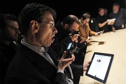 Des gens présents au dévoilement du iPad, à... (Photo: AP)
