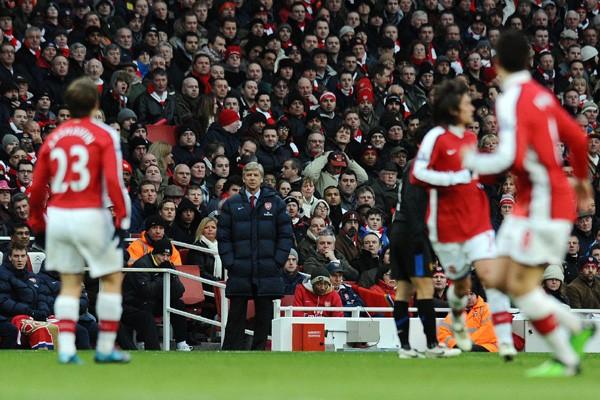 L'entraineur d'Arsenal Wenger pendant le match.... (Photo AFP)