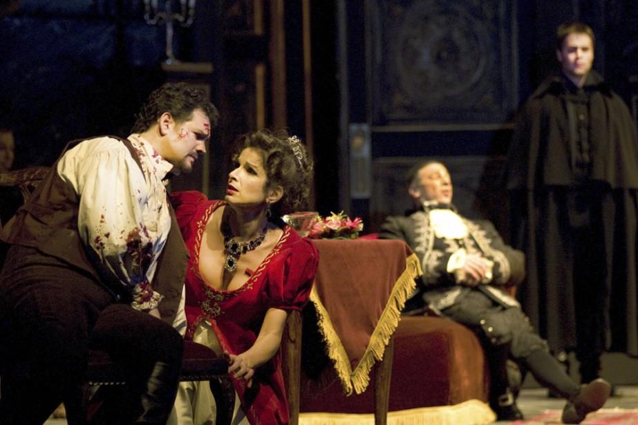 David Pomeroy (Cavaradossi), Nicola Beller Carbone (Tosca), Greer... (Photo: Yves Renaud, fournie par l'Opéra de Montréal)
