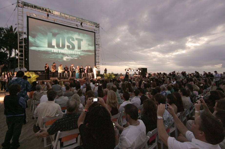 Quelque 10 000 fans de Lost ont assisté samedi soir sur une plage... (Photo: AP)