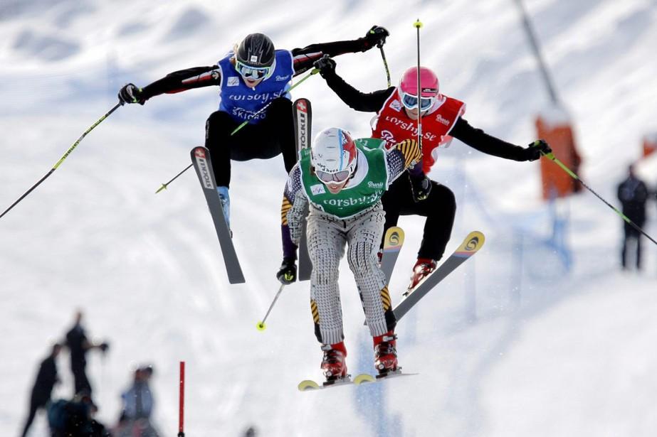 Le skicross, pour les dames et les messieurs, est la seule épreuve... (Photo: AP)