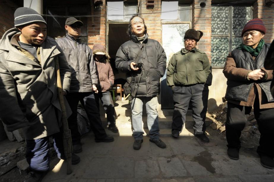 Le blogueur Zhang Shihe et des gens qu'il... (Photo: AFP)