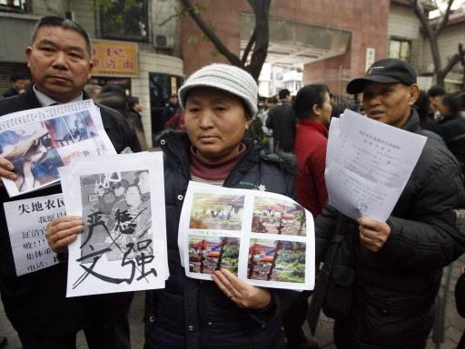 Des victimes présumées de Wen Qiang étaient présents... (Photo: AFP)