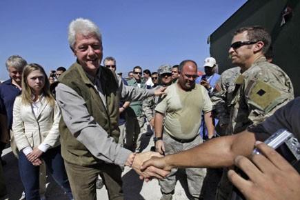 Bill Clinton s'est rendu en Haïti le 18... (Photo: AP)