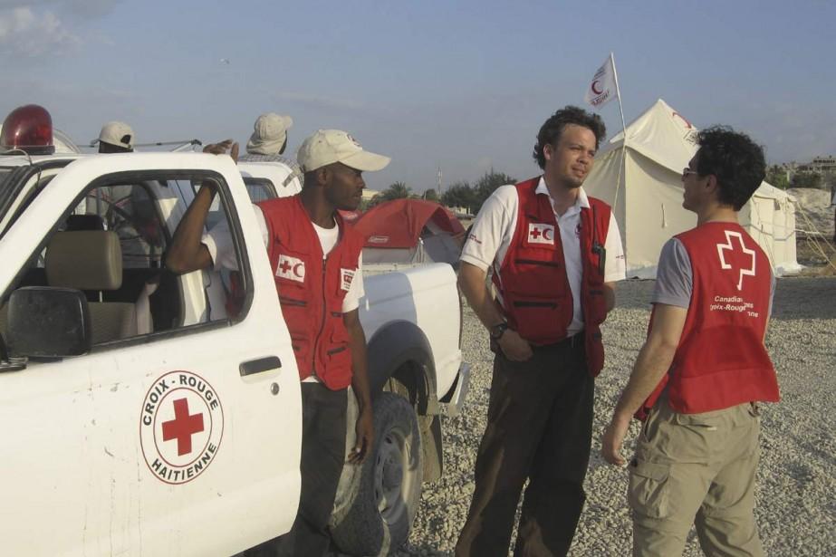 Le Montréalais Jean-Pierre Taschereau, au centre, était, jusqu'à... (Photo fournie par la Croix-Rouge)