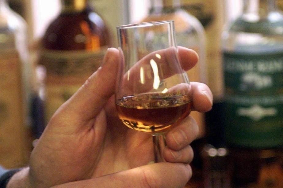 Cinq caisses de whisky et de cognac ayant appartenu à... (Archives AFP)