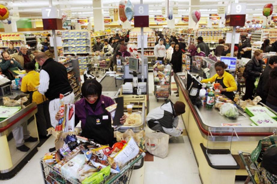 Des Américains se sont rués dans les supermarchés... (Photo: AP)