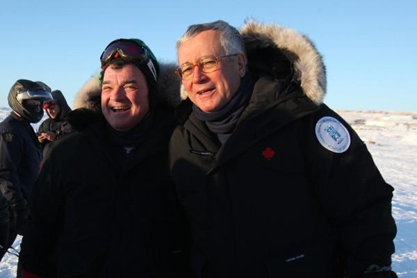 Jim Flaherty, ministre canadien des Finances et son... (Photo PC)
