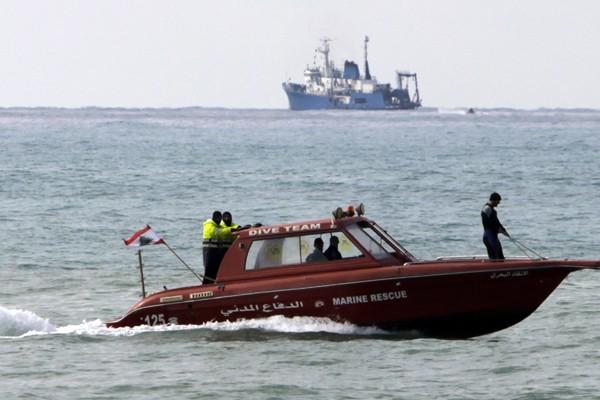 Des bateaux libanais et internationaux lors des recherches... (Photo Reuters)