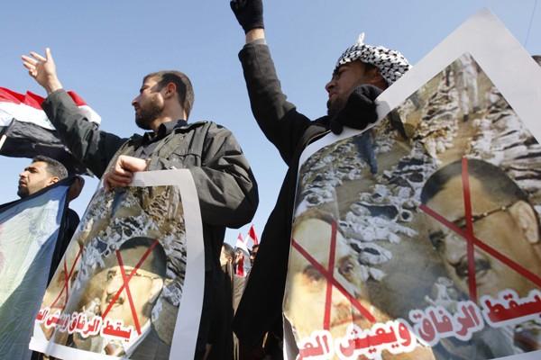 Manifestation anti-Baas à Basra. 500 candidats aux élections... (Photo Reuters)