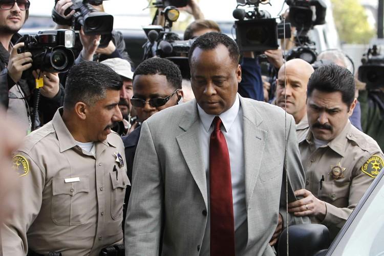 Le docteur Conrad Murray s'est finalement rendu aux... (Photo: Reuters)