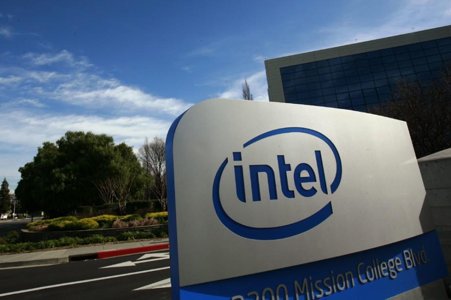 Le logo d'Intel au siège social de l'entreprise... (Photo: Reuters)