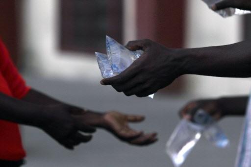 Haïti a besoin de tout: de l'eau, des... (Photo: Reuters)