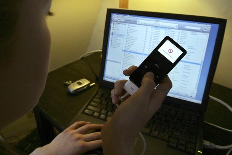 L'étude d'un site P2P québécois démontre que plus de la moitié de... (Photo: AP)