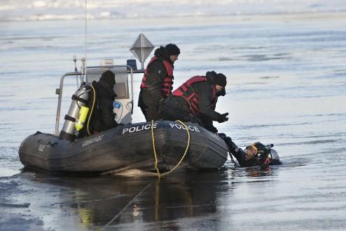 Des plongeurs du SPVM ont sondé les eaux... (Photo: Patrick Sanfaçon, La Presse)