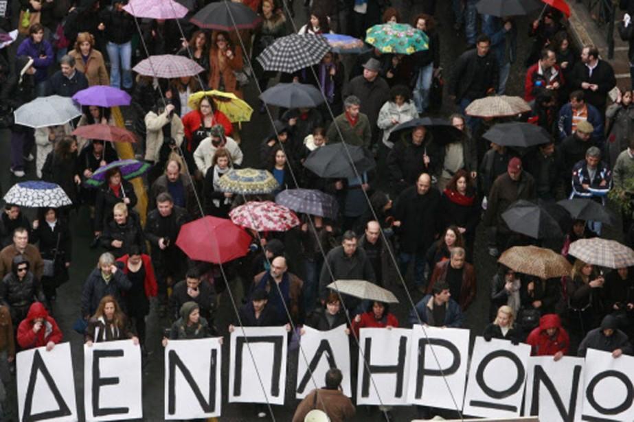 Des milliers de fonctionnaires ont manifesté dans les... (Photo: AFP)