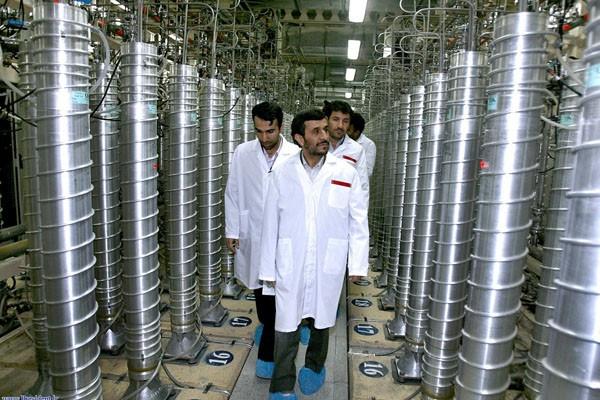Le président iranien a visité un site d'enrichissement... (Photo AP)