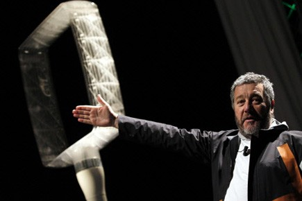 Deux élégantes éoliennes de jardin, véritables oeuvres d'art,... (Photo: Reuters)