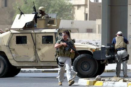Des employés de Blackwater en patrouille à Bagdad... (Photo: AFP)