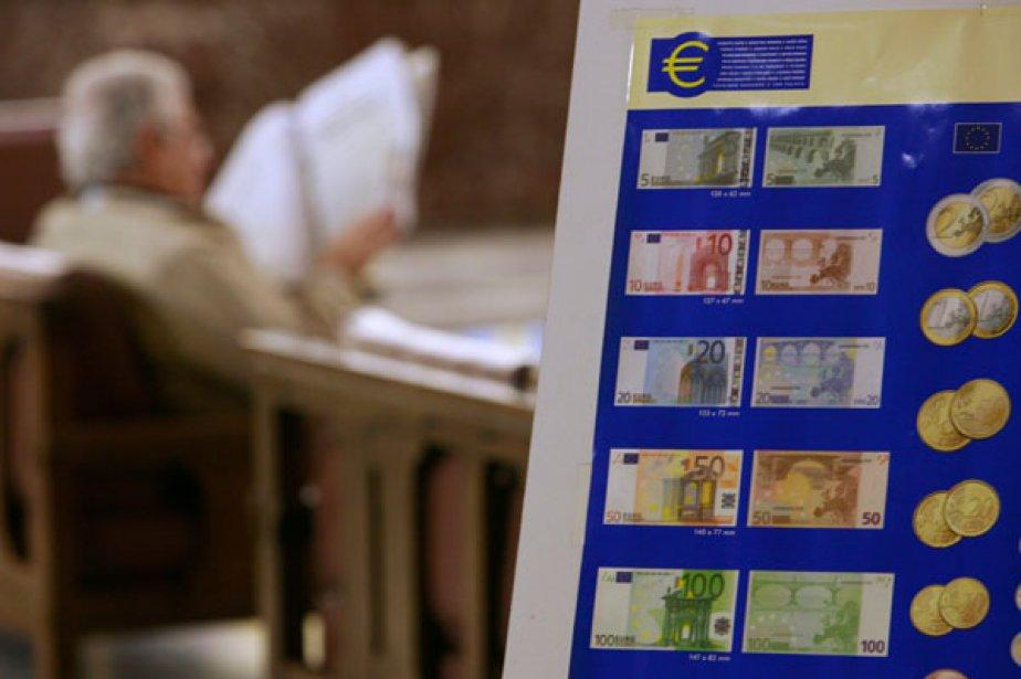 L'euro baissait toujours face au dollar vendredi, sur un... (Photo Reuters)