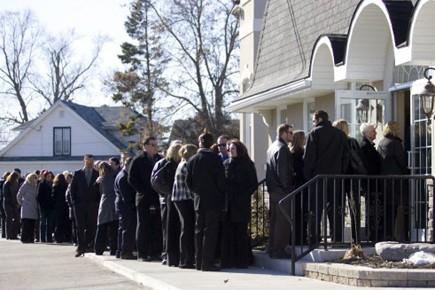 La famille et les amis de Jessica Lloyd... (Photo: Chris Roussakis, Reuters)