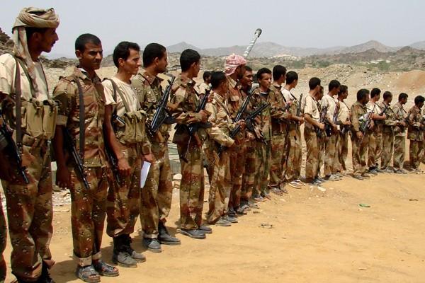 Les troupes yéménites réunis lors d'une rencotre avec... (Photo AFP)