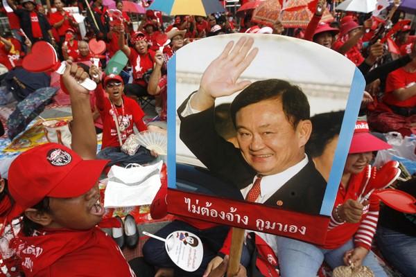 Un partisan de l'ancien président Thaksin Shinawatra lors... (Photo Reuters)