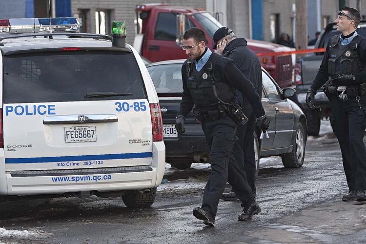 Les policiers ont érigé un périmètre de sécurité... (Photo: Patrick Sanfaçon, La Presse)