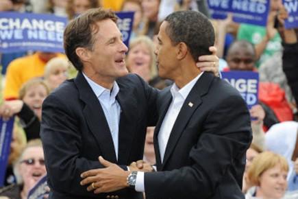 Evan Bayh et Barack Obama lors d'un rallye... (Photo: AFP)