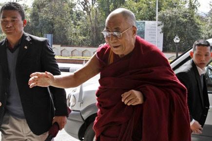 Le dalaï lama (centre).... (Photo: Ashwini Bhatia, AP)