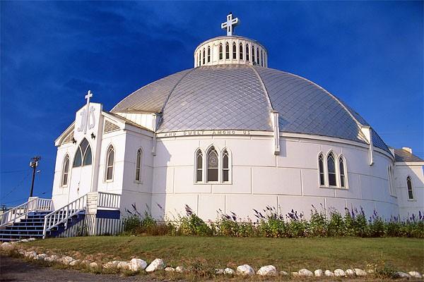 L'église en forme d'igloo, l'emblème d'Inuvik, dans les... (Photo: fournie par Tourisme Territoires du Nord-Ouest)