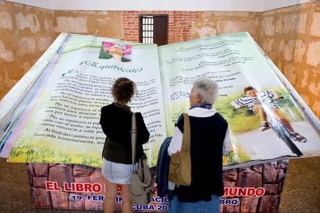 Le plus gros livre du monde... (Photo: AFP)