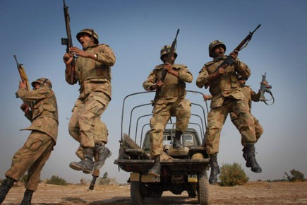 Des soldats de l'armée pakistanaise.... (Photo: Khalid Tanveer, archives afp)