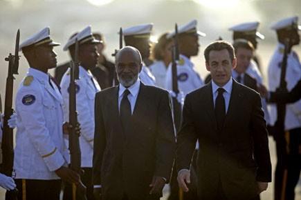 Le président français Nicolas Sarkozy et son homologue... (Photo: Dario Lopez-Mills, AP)