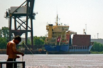 Le Thor Leader, un cargo britannique, amarré à... (Photo: Martin Séguin, AFP)