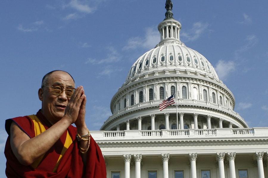 En 2007, le dalaï-lama a reçu la médaille... (Photo: Archives Reuters)