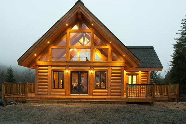 Maison de bois rond construite par VP construction... (Photo fournie par le salon)