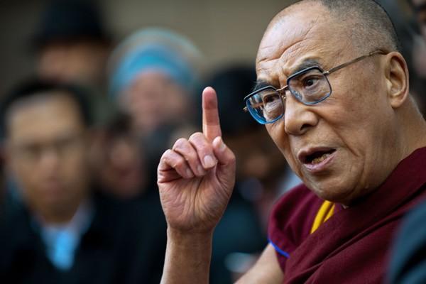 Le dalaï lama, lui-même honoré du Nobel de...
