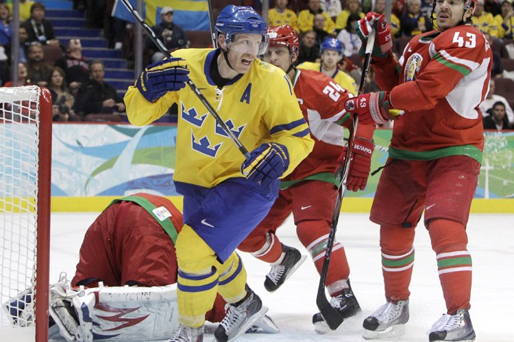 Daniel Alfredsson a marqué son deuxième but du... (Photo: AP)