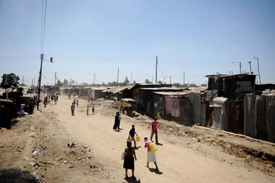 Scène de vie dans le bidonville de Korogodo,... (Photo: AFP)