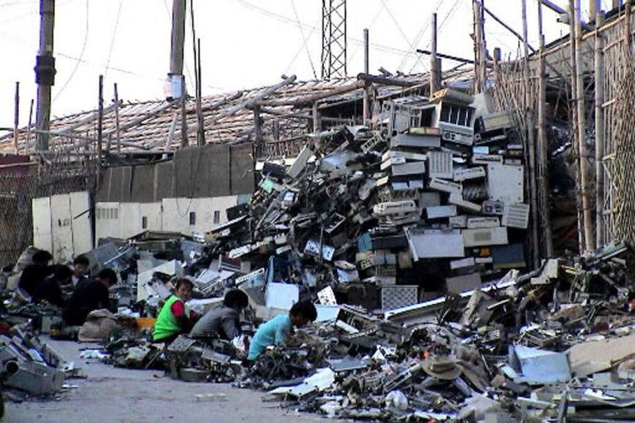 Une montagne de déchets électroniques s'élève dans un... (Photo: archives Reuters)