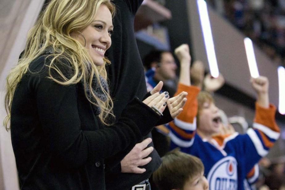 Hilary Duff lors d'un match des Oilers d'Edmonton.... (Photo: AP)