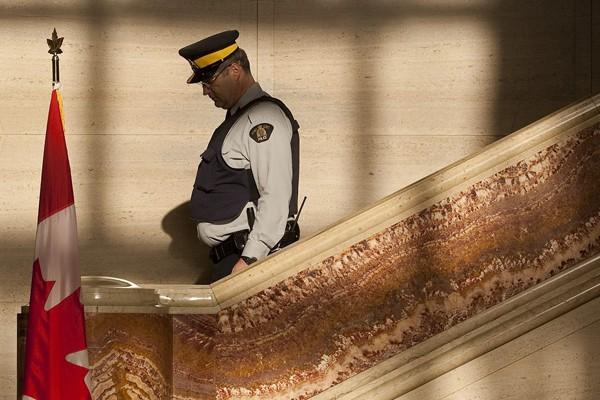 Un officier de la GRC.... (Photo archives PC)