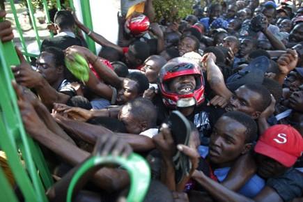Un convoi d'aide alimentaire du Programme alimentaire... (Archives Reuters)