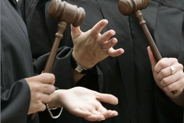 Et le gagnant est... le juge Antonio Discepola! À l'instar de ses pairs des...