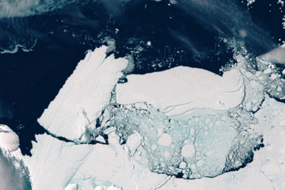 À droite sur la photo: un iceberg entre... (Photo: AP)