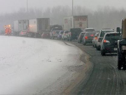 L'autoroute 20 a été fermée à la circulation.... (Le Soleil, Jean-Marie Villeneuve)