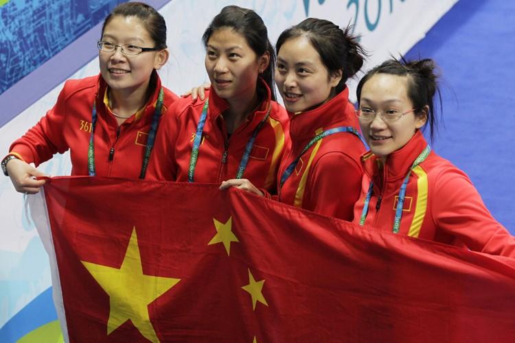 L'équipe féminine chinoise de curling célèbre après sa... (Photo: AP)