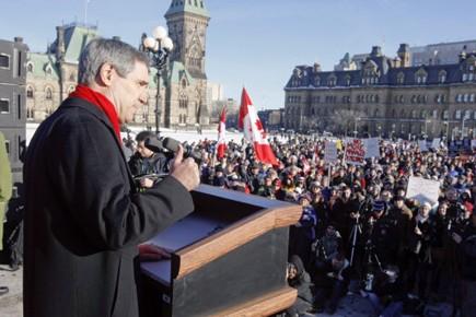 Manifestation sur la colline parlementaire contre le projet... (Photo: Martin Roy, Le Droit)