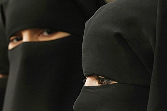 Le niqab est le voile noir islamique qui... (Photothèque Le Soleil)